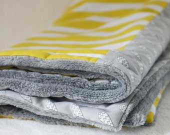 Baby Blanket in Grey and Yellow 'Rain, rain, go away' print