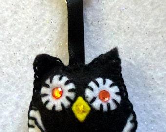 Felt Owl Keyring or Bag Charm - Black & White