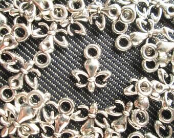 25 Pcs Fleur De Lis Charms Antiqued Silver Tiny   - CT - 0229