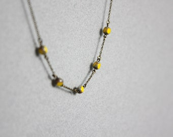 Necklace with yellow pearls