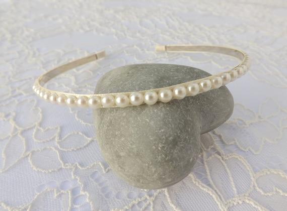 Pearls headband. Bridal/ Bridesmaid White/ Ivory Pearls Headband. Pearl headpiece. Wedding hair accessories