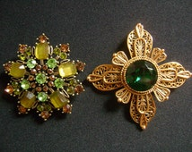 AVANTE & 1 Unsigned Beautiful Two Pieces Lovely Green Emerald Rhinestones Goldtone Brass Fancy Looking Filigree Floral Brooches/Pins Jewelry