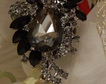Glamorous Black Crystal Rhinestones Bouquet Retractable Name Badge.