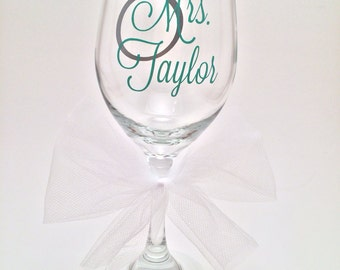 Personalized Mrs Wedding Gift for Bride, Engagement Gift, Bridal Shower Gift, Wine Glass Gift