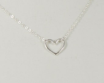 925 Sterling Silver Minimalistic Necklace / Tiny Heart Charm Pendant / Thin Chain / Minimalist / Simple / Simplistic