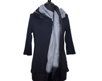 MERINO WOOL SCARF - Fine grey scarf with black border.