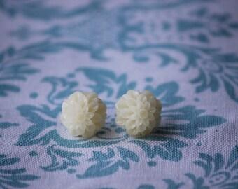 Cream or Ivory Chrysanthemum Flower Stud Earrings. Cream or Ivory Bridesmaid or Flower Girl Earrings. Birthday Gift.