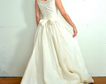1950s Cream Wedding Dress Feminine Bridal Gown Lace Sequins Bows