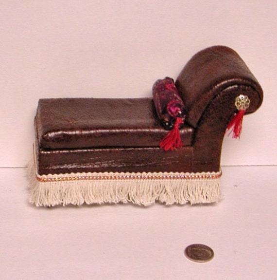 Victorian chaise longue dark brown faux leather round for Brown leather chaise longue