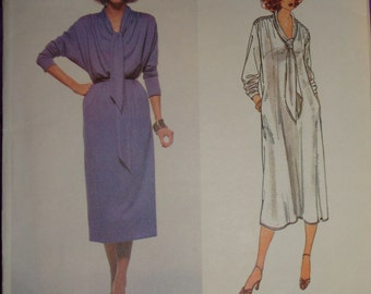 1970s 70s Vintage LEO NARDUCCI Pullover Long Sleeve Dress UNCUT Vogue American Designer Pattern 1982 Bust 31.5 32.5 Inches 80 83 Metric