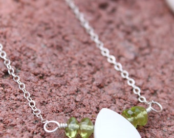 Water Drop Necklace in Peridot and Mother of Pearl