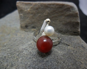 Decorated with a carnelian and a freshwater pearl sterling silver ring