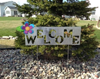 Metal Garden Art Yard Sign with Purple, Pink And Blue Metal Flower Welcome Sign