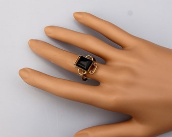 Exquisit Vintage Silver ring with a fine Onyx gem.   US Size 7.    UK Size O.