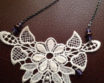 Daisy and lace embroidered necklace