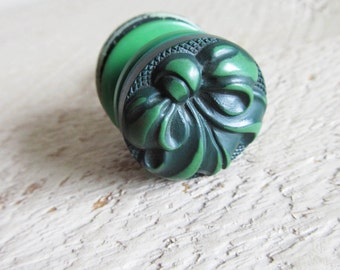 Vintage Stacked Buttons Key Ring Keyring - Green Bow