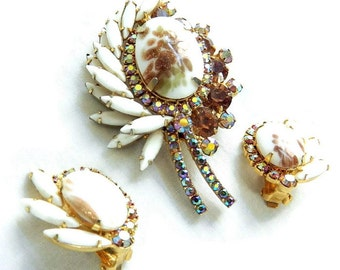 Vintage Juliana Gold Fluss Brooch and Earrings Set Milk Glass, Amber and Aurora Borealis Rhinestones Leaf Verified D&E