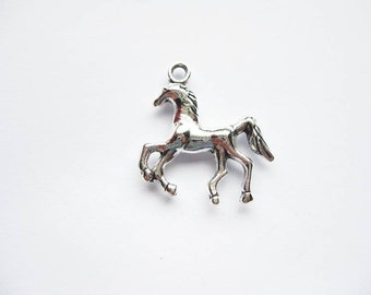5 Running Horse Charms in Silver Tone - C1118