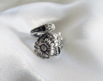 Small Daisy Flower July Birth Flower Spoon Ring Symbolic of Patience and Cheerfulness Floral Jewelry