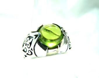 Silver ring Peridot. Size 7.5. Natural stone