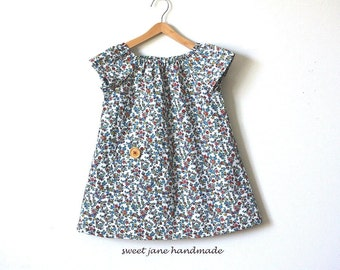 GIRLS BLOUSE / size 2T / red, white, blue vintage calico fabric