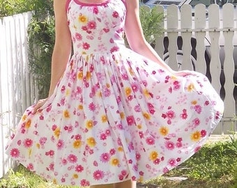 Pinup dress 'Summer Daisies' Rockabilly dress, daisy dress, 50s  floral dress with pink daisies gathered bust