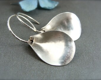 silvery petal earring
