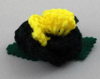Crocheted Rose Bar Pin - Black and Yellow (SWG-PS-HEBM01)