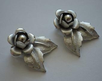 Vintage 1960s Silver Flower Clip Earrings