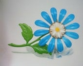 Daisy Flower in Flower Baked Enamel Pin Brooch Metal Vintage Jewelry