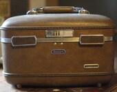 Vintage Brown American Escort Train Case