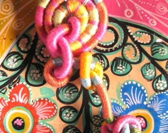 Funky Fun Fiber Brooch Knots Pink and More