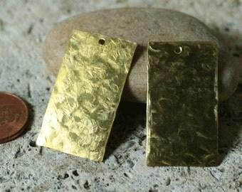 Handmade hammered textured solid brass rectangle drop tag dangle pendant 32x18mm, 2 pcs (item ID LSBRe32x18HK)