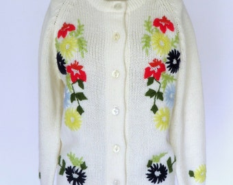 Vintage Embroidered Sweater /70s  Floral Cardigan / White Acrylic Grandma Sweater SZ M