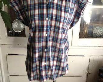 Vintage 1970's/1980's short sleeved button up retro tee. size M/L