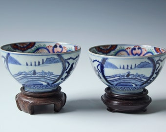 A fine pair of Wucai Chinese porcelain enamel bowls antique blue and white bowls, marked