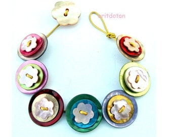 Bracelet button jewelry made of vintage flower shape buttons in assorted colors