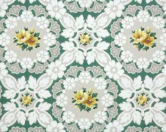 1940s Vintage Wallpaper by the Yard - Floral Wallpaper with Yellow Roses on White Doilies
