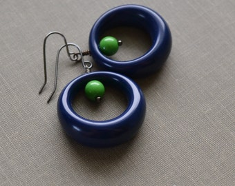 Navy Lucite Hoop Earrings, Navy and Green Lucite, Hoop Earrings, Mod and Retro Earrings, Lapin du Printemps