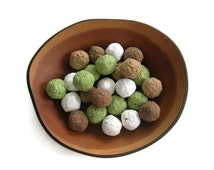 Woodland wedding favor - Rustic plantable paper Seed Bombs in moss green, white and chocolate brown - Seed paper balls, Garden wedding