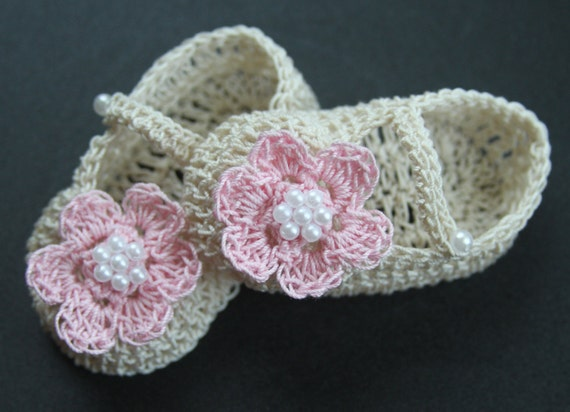 Crochet Baby Girl Booties Infant Crib Shoes with Pearls