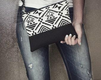 Aztec Woven Clutch Bag, Wristlet, Tribal Bag, Boho Clutch, Casual Wristlet, Handbag, Black and White, Zippered Clutch