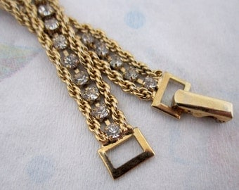vintage rhinestone and gold tone rope chain bracelet - j5517