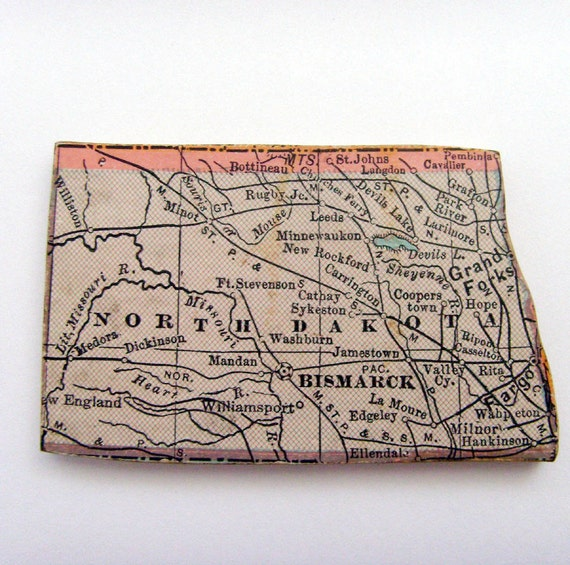 NORTH DAKOTA Brooch - Lapel Pin / Beige Wood Brooch / Upcycled 1931 Wood Jigsaw Puzzle Piece / Wearable HIstory Pin / OOAK / Gift Under 25