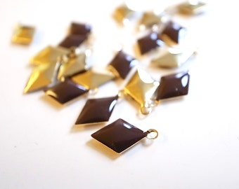 50 pcs of diamond shape hand cast poly resin drop in brown on gold tone plating brass base 12.5x7.5 mm