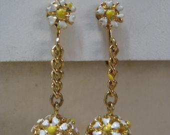 Flower White Yellow Gold Earrings Clip Vintage Dangle