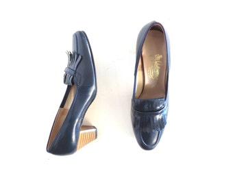 Navy Blue Heels / Desk Set / Blue Pumps / 1970s Shoes / Size 7 1/2
