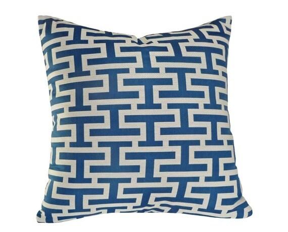 bleu coussin graphique blanc housse de coussin par etsy le fait main. Black Bedroom Furniture Sets. Home Design Ideas