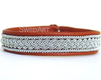 SwedArt B05 Classic Lapland Bracelet Reindeer Leather Pewter and Silver Braids Antler Button Tan X-SMALL