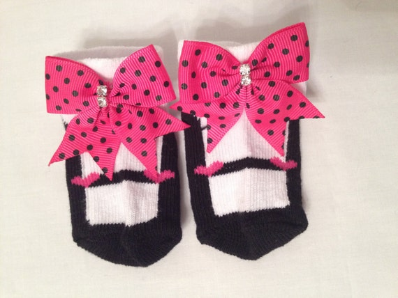 Baby Headbands & Hair Bows - Top Quality; We have a large variety of headbands and hair bows for both newborns and children. As well as tutus, dresses and more – all made with care for your baby girl.